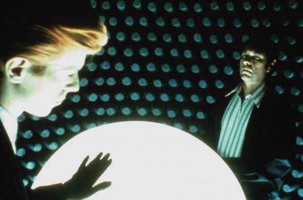 Kadras iš filmo Žmogus, kuris nukrito į žemę3
