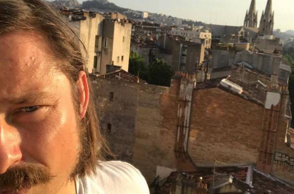 Manfredo selfie iš balkono Marselyje